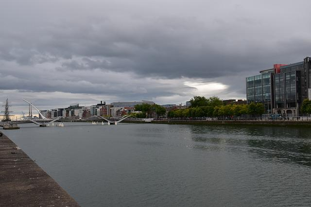 Ireland, Dublin, Liffey River, Bridge, Park