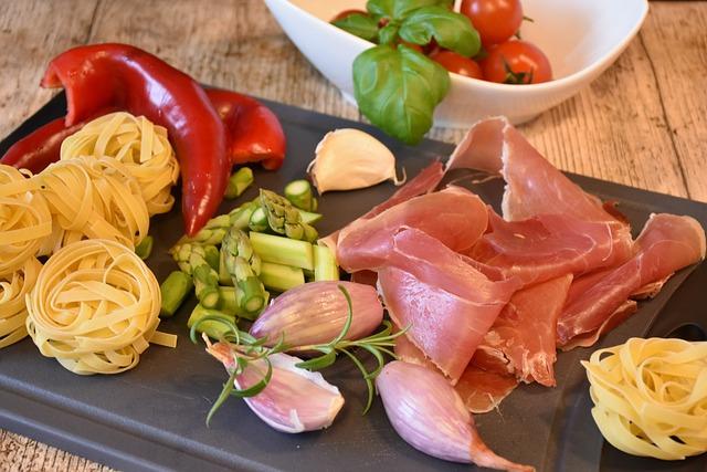 Noodles, Pasta, Italian, Ham, Tomatoes, Paprika