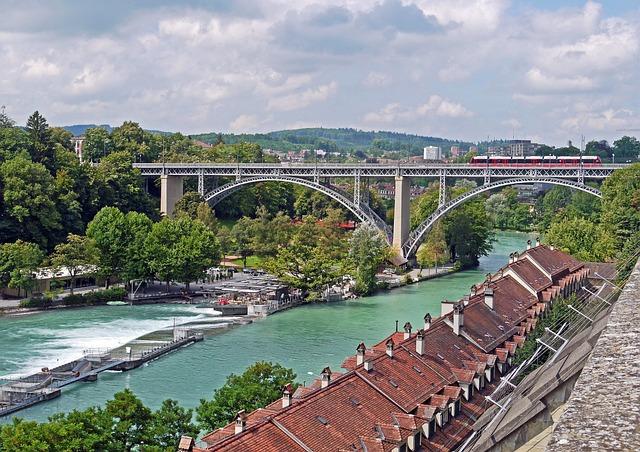 Bern, Aaretal, Kirchenfeldbücke, Downtown