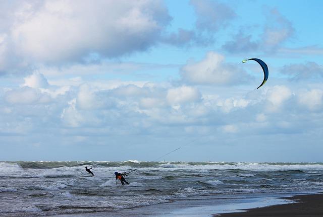 Steering Kite Sailing, Kite Sailors, Kite Surfing