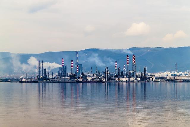 Oil, I Petkim, Tüpraş, Kocaeli, Turkey, Marine
