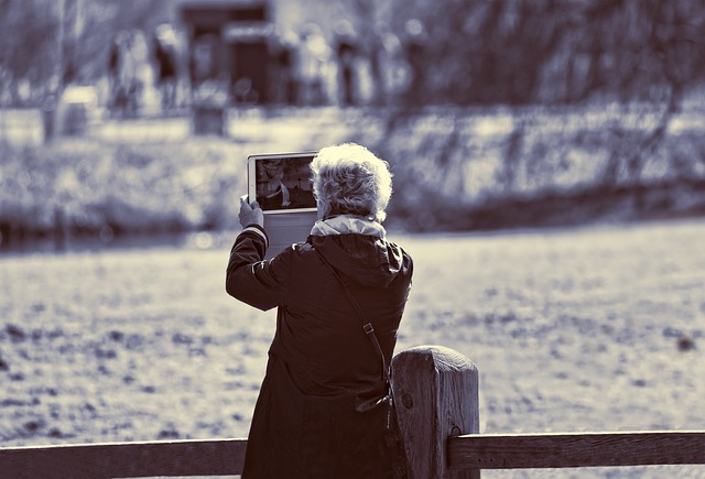 Lady, Elderly Lady, Person, Woman, Shooting, Tablet