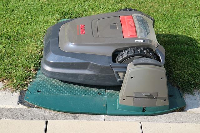 Robot Mower, Lawn Robot, Lawn Mowing, Robot
