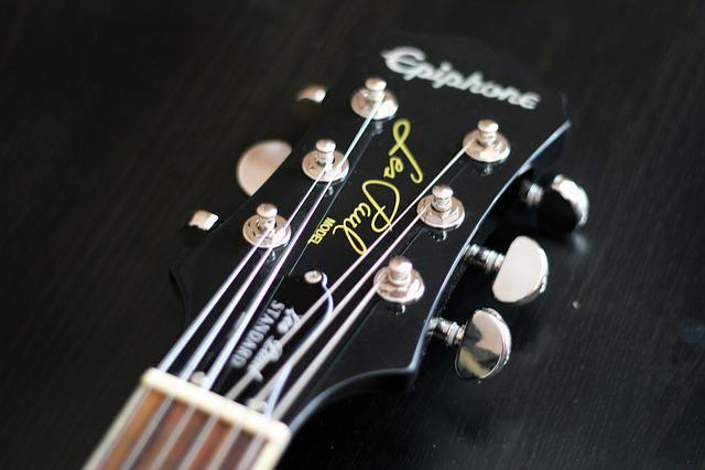 Free photo Paul Epiphone Black Gloss Guitar Standard Les