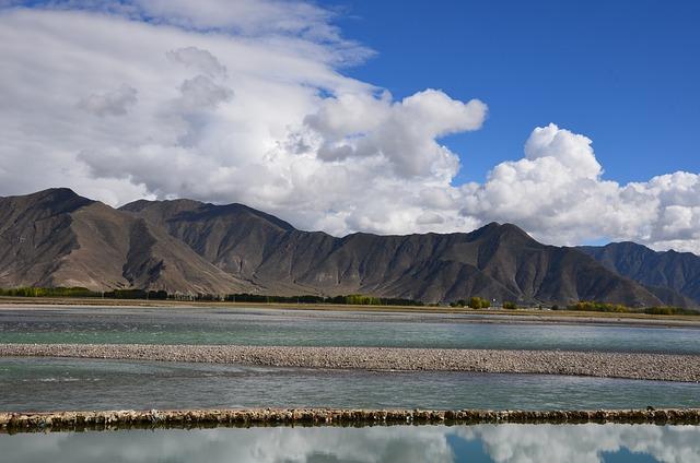 Lhasa River, Tibet, Mountain