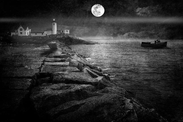 Lighthouse, Gloucester, Breakwater