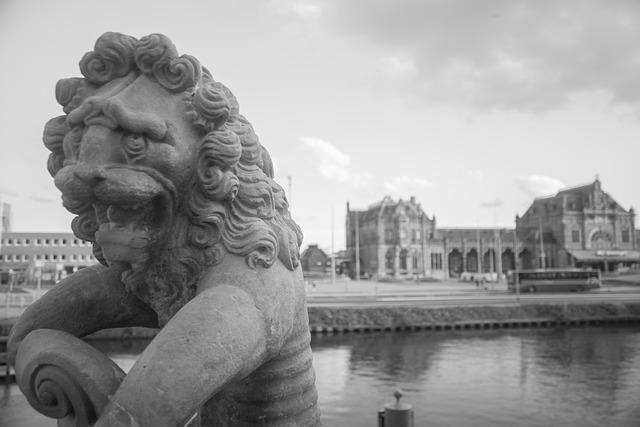 Groningen, Statue, Lion, Station, Black, White, Old