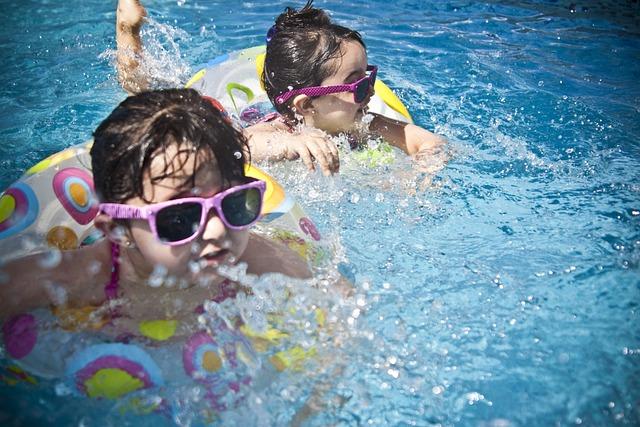 Girls, Swimming, Splashing, Sisters, Little Girls