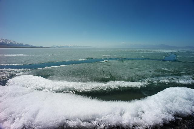 Sailimu Lake, In Xinjiang, Melting Ice, Icing