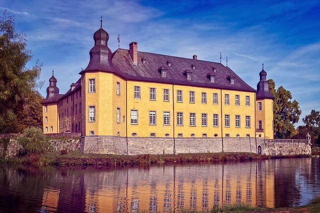 Castle, Moated Castle, Middle Ages, Historically