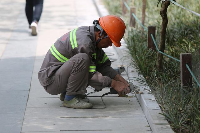 Migrant Workers, Street Photography, Repair