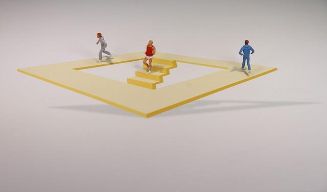 Optical Deception, Illusion, Miniature Figures
