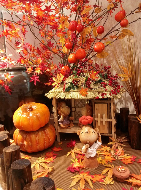 Autumn Leaves, Pumpkin, Miniatures, Thatch Roofed Hose
