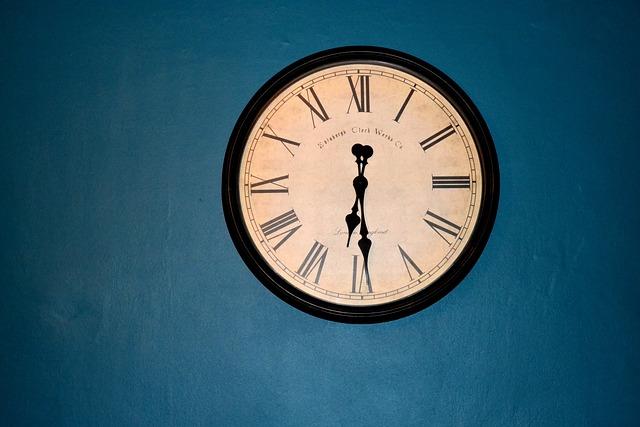Free photo Minutes Old Clock Time Hours Nostalgia Shield