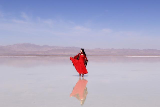 Caka Salt Lake, Girls, Mirror, Red