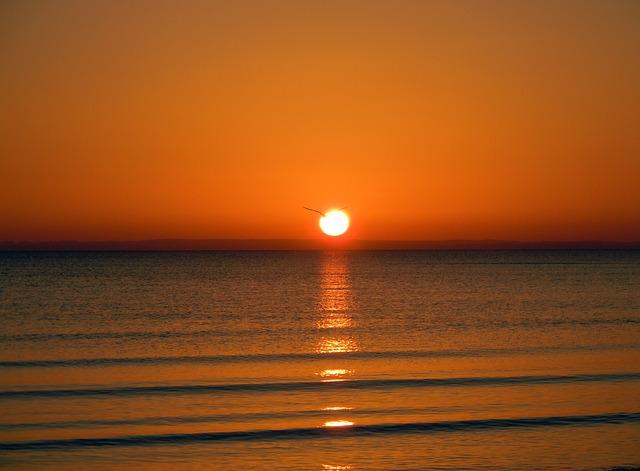 Sunrise On The Sea, Romantic, Mirroring