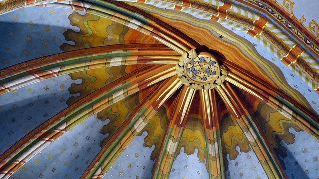 Matthias Church, Ceiling, Murals, Monument