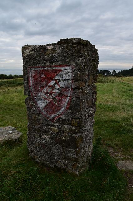 Ireland, Pennant, Shield, Field, Monument, Stone, Rock