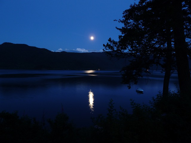 Moon, Moon Shine, Canim Lake, Reflection, Hills, Lake