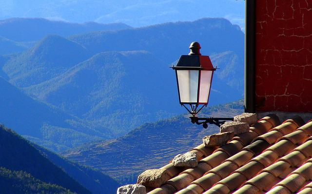 Lantern, Roof, House, People, Maçanes, Facade, Mountain