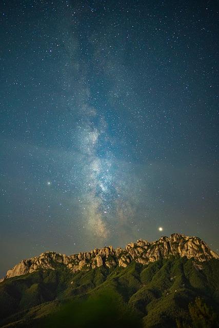 Korea, Gangwon Do, Sokcho, Mt Seoraksan, Ulsan Rock