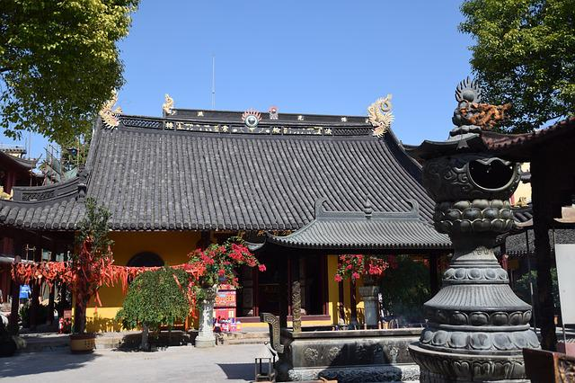 Nanshan Temple, Shanghai, Temple