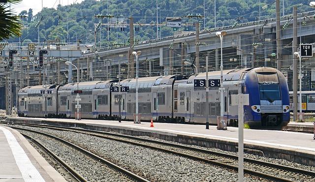 Regional Train, Platform, Railway Station, Nice, Gleise