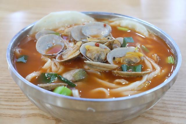 Noodles, Spicy Alkaline Noodles, Clam Kalguksu, Cooking