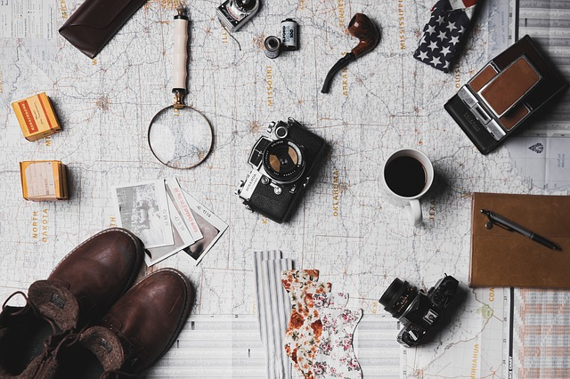 Map, Microscope, Coffee, Camera, Pen, Notebook, Shoes
