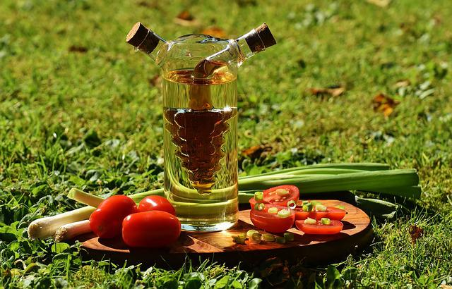 Vinegar, Oil, Tomatoes, Onions, Spring Onions, Food