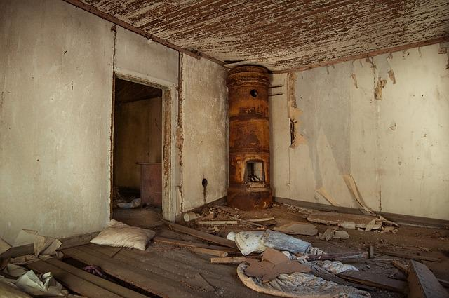 Free photo Old Broken Abandoned House Vintage Dirty Room ...