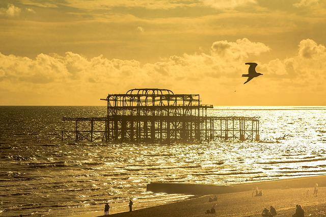 Brighton, Old Pier, Skeleton