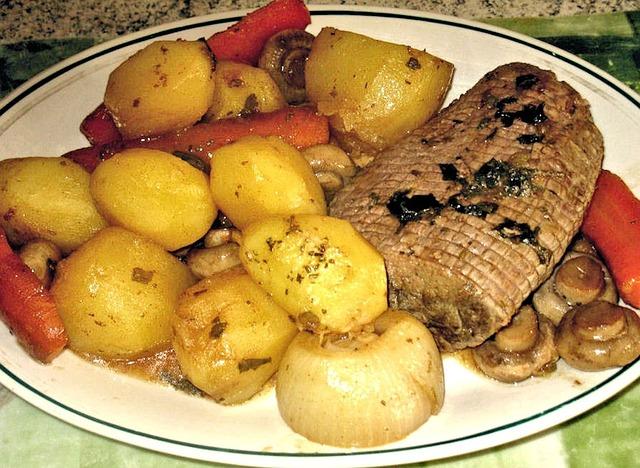 Roast Beef, Potato, Mushrooms Carrot, Onion, Gravy