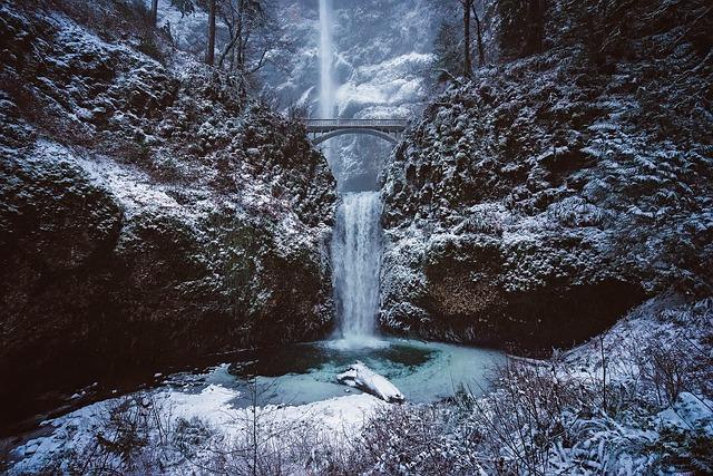 Multnomah Falls, Oregon, Landmark, Mountains, Winter