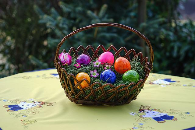 Osterkorb, Easter Eggs, Colorful Eggs, Colored, Purple