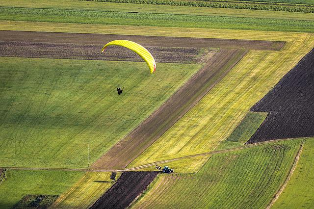 Paraglider, Flying, Paragliding, Freedom, Mountains