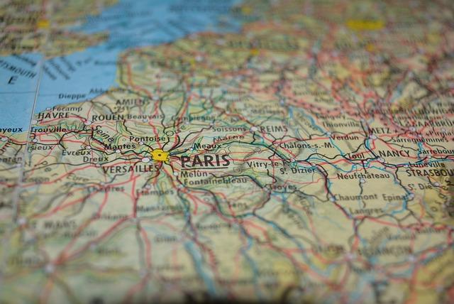 Map, Paris, Close