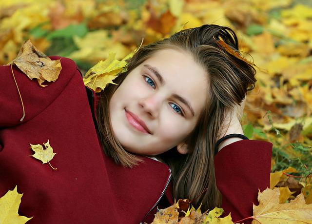 Autumn, Girl, Leaves, Smile, Eyes, Lie, Coat, Park