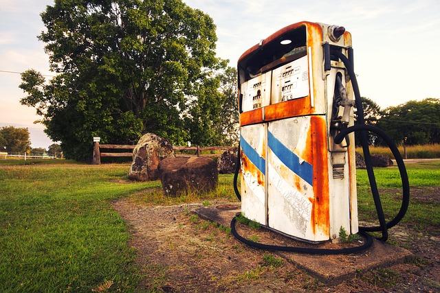 Fuel-bowser, Petrol-bowser, Gas-station, Fuel-station