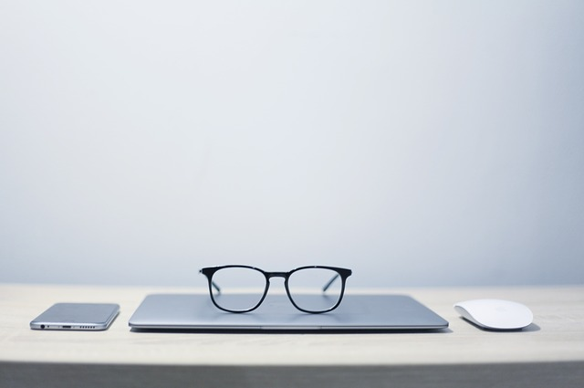 Glasses, Notebook, Phone, Mouse, Table, Minimalism
