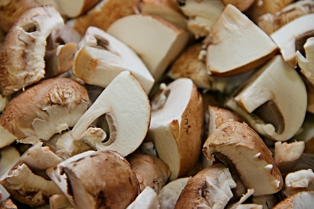 Mushrooms, Cut, Pieces, Brown, Cultivated Mushrooms