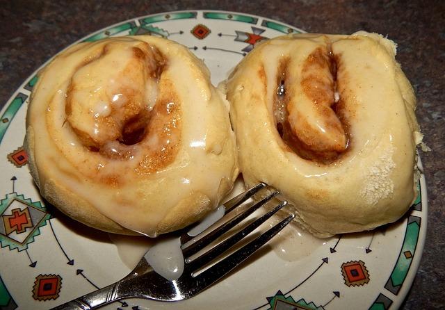 Cinnamon Roll, Homemade, Pastry, Cinnamon, Icing, Plate