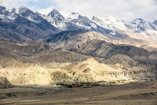 In Xinjiang, Plateau, Scenery, Light, Mountains