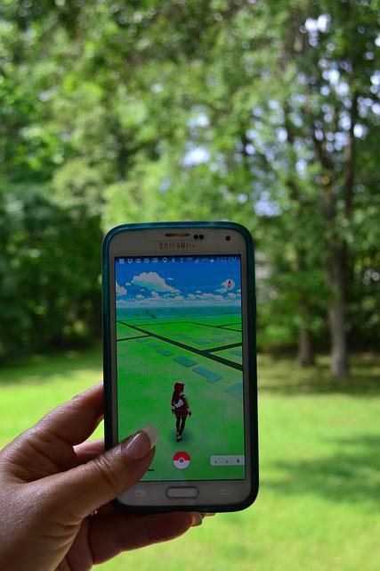 Pokemongo, Pokemon, Cell Phone, Mobile, Hand, Lawn