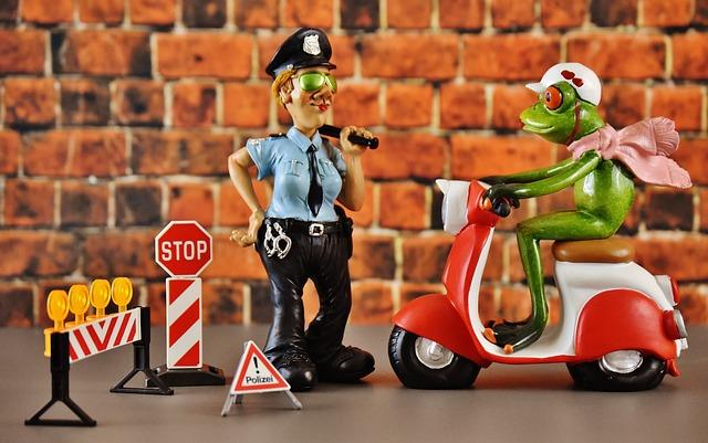 Vespa, Roller, Police, Control, Frog, Figure, Funny