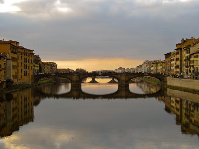 Ponta Santa Trinita, Florence, Italy, Arno River