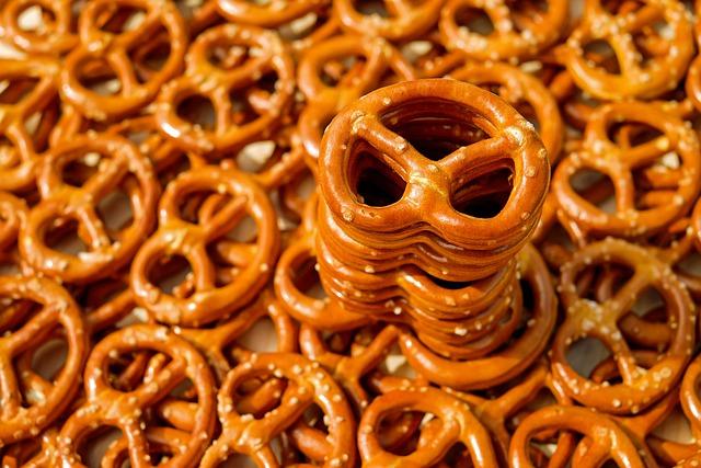 Pretzels, Baked Goods, Crispy, Salty, Delicious, Nibble