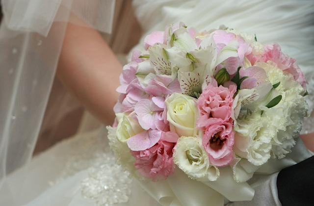 Priest, Flowers, Bouquet De Fleurs, Of The Bride