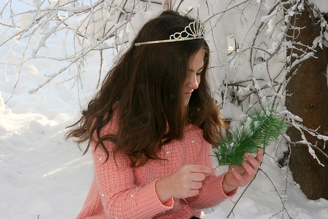 Girl, Snow, Wreath, Casey, Brad, Winter, Princess
