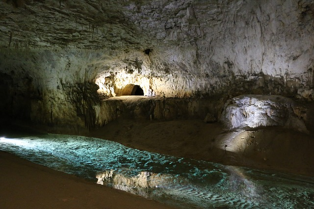 Grotto, Provence, Miracle